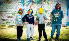 Маленькие пациенты расписывают маски в авангардном стиле и создают «Другую Атмосферу» в больнице.