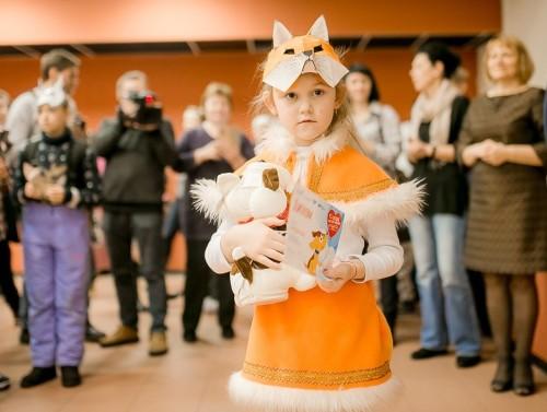 Маска, я тебя знаю! Дети – самые активные участники акции. Они принесли фотографии со своими питомцами, сделали маски животных. Все юные участники получили подарки от «Карельского окатыша».